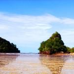 หาดนพรัตน์ธารา เป็นหาดของที่สามารถเดินถึงเกาะได้ในตอนน้ำลด