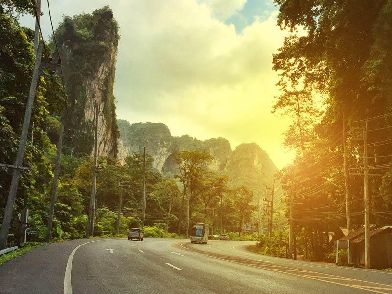 ขับรถจากอ่าวนางไป สระมรกต ประมาณ 72 กิโลเมตร