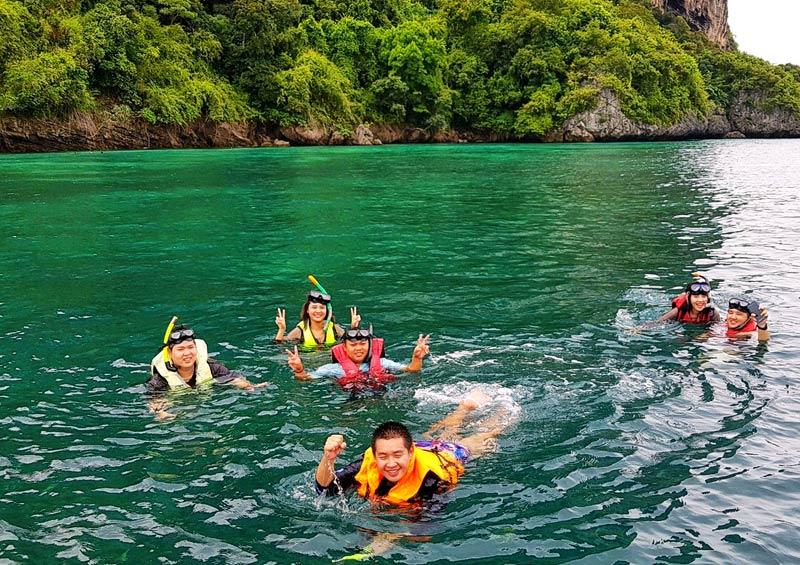เหมาเรือเที่ยวกระบี่ ดำน้ำ สนุกมากจร้า