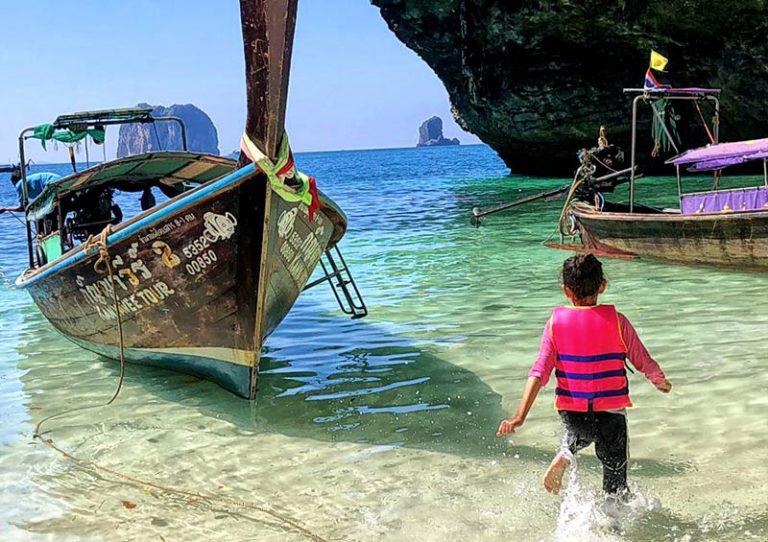 พาลูกเที่ยวกาะบี่ ส่วนตัว เหมาเรือหางยาวไปทัวร์ 4 เกาะ