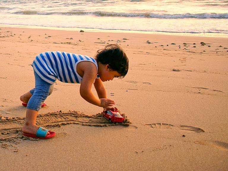 พาลูกเที่ยวชายหาด ทะเลกระบี่
